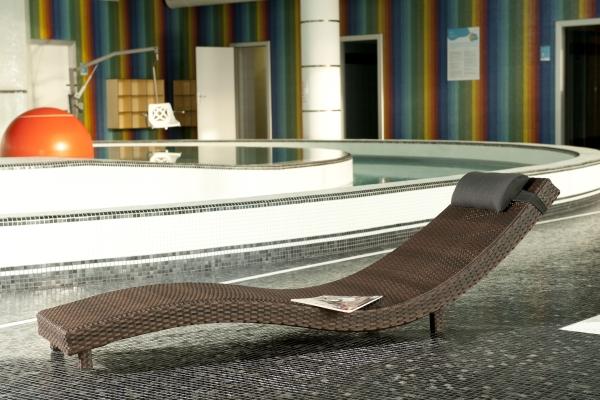 Designové lehátko z umělého ratanu Azules